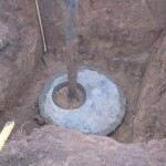 Спуск бетонной крышки в скважину